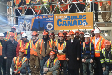 Minister Reza Moridi visit with apprentices.